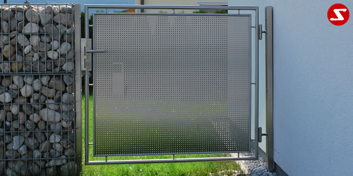 <table border='0' width='100%' cellspacing='0' cellpadding='0'> <tbody> <tr> <td> <p>Beschreibung:</p> Niro Gartentor mit Lochblech</td> </tr> <tr> <td> <p>Materialausführung:</p> <ul> <li>Edelstahl 1.4301, geschliffen Korn 240, Aufpreis hochglanzpoliert ab 30%</li> <li>Rahmen Ø 30 x 2 mm und Ø 18 x 1,5 mm</li> <li>Lochblech Stärke 1.5 mm 2 Stk.</li> <li>Scharniere Befestigungsschrauben gratis Optional Pfosten Vierkantrohr 80 x 80 x 4 mm</li> </ul> </td> </tr> <tr> <td> <p>Richtpreis pro m²:</p> <table border='0' width='80%' cellspacing='0' cellpadding='0'> <tbody> <tr> <td width='56%'>Niro Gartentor mit Lochblech Sprossen ohne Pfosten:</td> <td width='24%' height='70'>erster m²</td> <td width='20%'>weitere 1 m²</td> </tr> <tr> <td>EURO</td> <td height='34'>1.190,00</td> <td>360,00</td> </tr> </tbody> </table> <p>Aufpreis:</p> <ul> <li>Schloss, Kassette und Türklinke € 180,--</li> <li>Elektroschloss, Kassette und Türklinke € 300,--</li> <li>Pfosten 80 x 80 x 4 mm = € 158 für 1 lfm.</li> <li>Anschraubplatten 150 mm x 150 mm x 10 mm = € 36,-- für 1 Stk.</li> <li>Mechanismus selbstschließend ab € 150,--</li> </ul> </td> </tr> </tbody> </table>