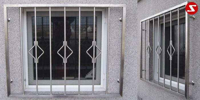 <table> <tbody> <tr> <td> <p>Beschreibung:</p> Edelstahl Fenstergitter mit senkrechten Sprossen mit oder ohne Verzierung </td> </tr> <tr> <td> <p>Materialausführung:</p> <ul> <li>Edelstahl 1.4301, geschliffen = V2A (Korn 240</li> <li>Stahl verzinkt und Stahl verzinkt + RAL pulverbeschichtet</li> <li>Rahmen 30 x 30 x 2 mm</li> <li>Sprossen Ø 16 x 2 mm</li> <li>Befestigungsbolzen Abdeckplatten/Rosetten</li> </ul> </td> </tr> <tr> <td><p>Richtpreis pro m²:</p> <table> <tbody> <tr> <td>Fenstergitter mit senkrechten Sprossen in den Ausführungen:</td> <td>1m²</td> <td>ab 10m²</td> </tr> <tr> <td>Edelstahl 1.4301 geschliffen = V2A</td> <td>396,00</td> <td>375,00</td> </tr> <tr> <td>Stahl verzinkt, RAL pulverbeschichtet</td> <td>363,00</td> <td>340,00</td> </tr> </tbody> </table> </td> </tr> </tbody> </table>