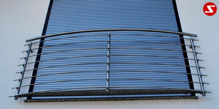 <table border='0' width='100%' cellspacing='0' cellpadding='0'> <tbody> <tr> <td > <p>Beschreibung:</p> Französischer Balkon aus Niro mit waagrechten Sprossen/Sprossenhalter und Lochblechboden Relinggeländer</td> </tr> <tr> <td> <p>Materialausführung:</p> <ul> <li>Edelstahl 1.4301, geschliffen</li> <li>Aluminium RAL pulverbeschichtet</li> <li>Stahl verzinkt RAL pulverbeschichtet</li> <li>Handlauf und Pfosten Ø 42 mm</li> <li>Sprossen - volles Material Ø 12 mm inkl. Sprossenhalter</li> <li>Lochblechboden – Stärke 2.00 mm inkl. Bodenunterkonstruktion</li> <li>Balkontiefe ca. 20 cm oder nach Wunsch, gegen Aufpreis</li> <li>Befestigungsbolzen oder Befestigungsschrauben</li> <li>Abdeckplatten, Rosetten</li> </ul> </td> </tr> <tr> <td> <p>Richtpreis pro m²:</p> <table border='0' cellspacing='0' cellpadding='0'> <tbody> <tr> <td width='63%'>Franz. Balkon mit Lochblechboden in den Ausführungen:</td> <td width='20%' >1m²</td> <td width='17%'>ab 10m²</td> </tr> <tr> <td colspan='3'>Edelstahl 1.4301 geschliffen = V2A</td> </tr> <tr> <td>Mit Lochblechboden in €</td> <td>499,00</td> <td>477,00</td> </tr> <tr> <td>Ohne Lochblechboden in €</td> <td>456,00</td> <td>435,00</td> </tr> <tr> <td colspan='3'>Aluminium RAL pulverbeschichtet</td> </tr> <tr> <td>Mit Lochblechboden in €</td> <td>474,00</td> <td>452,00</td> </tr> <tr> <td>Ohne Lochblechboden in €</td> <td>420,00</td> <td>398,00</td> </tr> <tr> <td colspan='3'>Stahl verzinkt, RAL pulverbeschichtet</td> </tr> <tr> <td>Mit Lochblechboden in €</td> <td>466,00</td> <td>444,00</td> </tr> <tr> <td>Ohne Lochblechboden in €</td> <td>414,00</td> <td>392,00</td> </tr> </tbody> </table> </td> </tr> </tbody> </table>