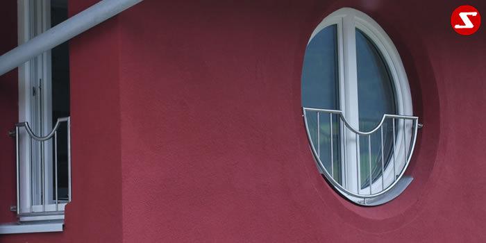 <table border='0' width='100%' cellspacing='0' cellpadding='0' > <tbody> <tr> <td><p>Beschreibung:</p> Französischer Balkon mit senkrechten Sprossen und Einrundung, Relinggeländer </td> </tr> <tr> <td><p>Materialausführung:</p> <ul> <li>Edelstahl 1.4301, geschliffen</li> <li>Aluminium RAL pulverbeschichtet</li> <li>Stahl verzinkt RAL pulverbeschichtet</li> <li>Rahmen Ø 25 x 2 mm</li> <li>Sprossen – volles Material Ø 12 mm</li> <li>Befestigungsbolzen oder Befestigungsschrauben, Abdeckplatten, Rosetten</li> </ul> </td> </tr> <tr> <td><p>Richtpreis pro m²:</p> <table border='0' width='80%' cellspacing='0' cellpadding='0' > <tbody> <tr> <td width='62%'>Franz. Balkon mit senkrechten Sprosse in den Ausführungen:</td> <td width='19%'>1m²</td> <td width='19%'>ab 10m²</td> </tr> <tr> <td>Edelstahl 1.4301 geschliffen = V2A</td> <td>408,00</td> <td>387,00</td> </tr> <tr> <td>Aluminium RAL pulverbeschichtet</td> <td>394,00</td> <td>372,00</td> </tr> <tr> <td>Stahl verzinkt, RAL pulverbeschichtet</td> <td>363,00</td> <td>342,00</td> </tr> </tbody> </table> </td> </tr> </tbody> </table>