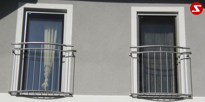 <table border='0' width='100%' cellspacing='0' cellpadding='0' > <tbody> <tr> <td><p>Beschreibung:</p> Französischer Balkon aus Niro mit senkrechten Sprossen und Balkonboden - Relinggeländer </td> </tr> <tr> <td><p>Materialausführung:</p> <ul> <li>Edelstahl 1.4301, geschliffen</li> <li>Aluminium RAL pulverbeschichtet</li> <li>Stahl verzinkt RAL pulverbeschichtet</li> <li>Handlauf Ø 42 x 2 mm</li> <li>Oberer und unterer Gurt Ø 25 x 2 mm</li> <li>Sprossen – volles Material Ø 12 mm</li> <li>Balkonboden = Sprossen – volles Material Ø 12 mm</li> <li>Balkontiefe ca. 20 cm oder nach Wunsch, gegen Aufpreis</li> <li>Befestigungsbolzen oder Befestigungsschrauben, Abdeckplatten, Rosetten</li> </ul> </td> </tr> <tr> <td><p>Richtpreis pro m²:</p> <table border='0' width='80%' cellspacing='0' cellpadding='0' > <tbody> <tr> <td width='63%'>Franz. Balkon mit senkrechten Sprossen, Balkonboden mit senkr. Sprossen in den Ausführungen:</td> <td width='20%'>1m²</td> <td width='17%'>ab 10m²</td> </tr> <tr> <td>Edelstahl 1.4301 geschliffen = V2A</td> </tr> <tr> <td>Boden aus Sprossen in €</td> <td>490,00</td> <td>468,00</td> </tr> <tr> <td>Ohne Boden aus Sprossen in €</td> <td>460,00</td> <td>438,00</td> </tr> <tr> <td>Aluminium RAL pulverbeschichtet</td> </tr> <tr> <td>Boden aus Sprossen in €</td> <td>468,00</td> <td>446,00</td> </tr> <tr> <td>Ohne Boden aus Sprossen in €</td> <td>408,00</td> <td>386,00</td> </tr> <tr> <td>Stahl verzinkt, RAL pulverbeschichtet</td> </tr> <tr> <td>Boden aus Sprossen in €</td> <td>460,00</td> <td>438,00</td> </tr> <tr> <td>Ohne Boden aus Sprossen in €</td> <td>402,00</td> <td>380,00</td> </tr> </tbody> </table> </td> </tr> </tbody> </table>