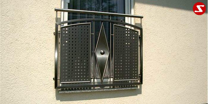 <table border='0' width='100%' cellspacing='0' cellpadding='0'> <tbody> <tr> <td> <p>Beschreibung:</p> <p>Französischer Balkon aus Niro mit Edelstahl-Loch-Platten</p> </td> </tr> <tr> <td> <p>Materialausführung:</p> <ul> <li>Edelstahl 1.4301, geschliffen</li> <li>Aluminium RAL pulverbeschichtet</li> <li>Stahl verzinkt RAL pulverbeschichtet</li> <li>Handlauf Ø 42,4 x 2 mm</li> <li>Rahmen 30 x 30 x 2 mm</li> <li>Sprossen - volles Material Ø 12 mm</li> <li>Lochblech 1.5 mm inkl. Rahmen Ø 18 mm</li> <li>Kugel Ø 50 mm</li> <li>Befestigungsbolzen oder Befestigungsschrauben,</li> <li>Abdeckplatten, Rosetten</li> </ul> </td> </tr> <tr> <td> <p>Richtpreis pro m²:</p> <table border='0' width='80%' cellspacing='0' cellpadding='0'> <tbody> <tr> <td width='62%'>Franz. Balkon mit Lochblech in den Ausführungen:</td> <td width='19%'>1m²</td> <td width='19%'>ab 10m²</td> </tr> <tr> <td>Edelstahl 1.4301 geschliffen = V2A</td> <td>615,00</td> <td>590,00</td> </tr> <tr> <td>Aluminium RAL pulverbeschichtet</td> <td>606,00</td> <td>552,00</td> </tr> <tr> <td>Stahl verzinkt, RAL pulverbeschichtet</td> <td>575,00</td> <td>520,00</td> </tr> </tbody> </table> </td> </tr> </tbody> </table>