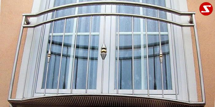 Französische Balkone sind eine Absturzsicherung. Unsere hoch qualitative französische Balkone kann man mit senkrechten Sprossen, vertikalen Reling bestellen. Bestellen Sie günstig und unkompliziert ihren französischen Balkon. Unsere französische Balkone sind zeitlos und pflegeleicht. Einfache Bestellung, Günstige Preise. Einfache Montage des franz. Balkons. Wir bieten wunderschöne französische Balkone als Absturzsicherung. Bestellen Sie günstig ihren Balkon aus Aluminium, Edelstahl-Niro oder Stahl. Bestellen Sie unkompliziert einen Modernen und praktischen franz. Balkon mit senkrechten, vertikalen Sprossen. Sehr eleganter, moderner und hoch qualitativer französische Balkongeländer gibt Ihrem Haus ein wunderschönes Design. Höchste Qualität. Einfache Bestellung und schnelle Abwicklung. Faire Preise. Produktion nach Kundenwunsch und Maß. Französischer Balkon mit senkrechten, Sprossen, vertikalem Reling, Draht aus Edelstahl, Stahl verzinkt oder Aluminium. Höchste Qualität. Faire, günstige Preise. Einfache Abwicklung. Geländer für Balkone, Terrassen mit waagrechten Sprossen. Produktion nach Kundenwunsch und nach Maß. Stalmach Französischer Balkon Nr. SS 3. Französische Balkone sind eine Absturzsicherung. Unsere hoch qualitative französische Balkone kann man mit senkrechten Sprossen, vertikalen Reling bestellen. Bestellen Sie günstig und unkompliziert ihren französischen Balkon. Unsere französische Balkone sind zeitlos und pflegeleicht. Einfache Bestellung, Günstige Preise. Einfache Montage des franz. Balkons. Wir bieten wunderschöne französische Balkone als Absturzsicherung. Bestellen Sie günstig ihren Balkon aus Aluminium, Edelstahl-Niro oder Stahl. Bestellen Sie unkompliziert einen Modernen und praktischen franz. Balkon mit senkrechten, vertikalen Sprossen. Sehr eleganter, moderner und hoch qualitativer französische Balkongeländer gibt Ihrem Haus ein wunderschönes Design. Höchste Qualität. Einfache Bestellung und schnelle Abwicklung. Faire Preise. Produktion nach Kunde