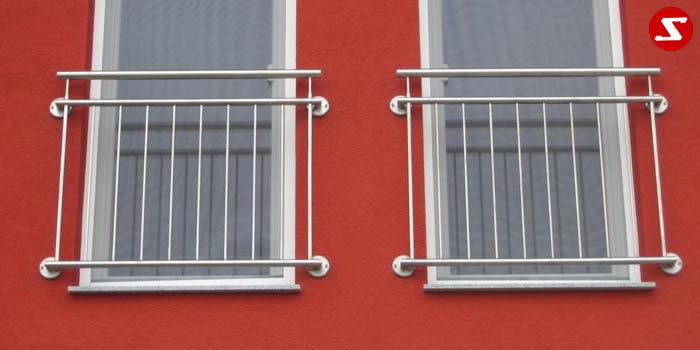 <table border='0' width='100%' cellspacing='0' cellpadding='0'> <tbody> <tr> <td><p>Beschreibung:</p> <p>Französischer Balkon aus Niro mit senkrechten Sprossen, Relinggeländer</p> </td> </tr> <tr> <td><p>Materialausführung:</p> <ul> <li>Edelstahl 1.4301, geschliffen</li> <li>Aluminium RAL pulverbeschichtet</li> <li>Stahl verzinkt RAL pulverbeschichtet</li> <li>Handlauf Ø 42,4 x 2 mm</li> <li>Oberer und unterer Gurt Ø 25 x 2 mm</li> <li>Sprossen – volles Material Ø 12 mm</li> <li>Befestigungsbolzen oder Befestigungsschrauben, Abdeckplatten, Rosetten</li> </ul> </td> </tr> <tr> <td><p>Richtpreis pro m²:</p> <table border='0' width='80%' cellspacing='0' cellpadding='0'> <tbody> <tr> <td width='62%'> <p>Franz. Balkon mit senkrechten Sprosse in den Ausführungen:</p> </td> <td width='19%'> <p>1m²</p> </td> <td width='19%'> <p>ab 10m²</p> </td> </tr> <tr> <td>Edelstahl 1.4301 geschliffen = V2A</td> <td> <p>408,00</p> </td> <td> <p>387,00</p> </td> </tr> <tr> <td>Aluminium RAL pulverbeschichtet</td> <td> <p>394,00</p> </td> <td> <p>372,00</p> </td> </tr> <tr> <td>Stahl verzinkt, RAL pulverbeschichtet</td> <td> <p>363,00</p> </td> <td> <p>342,00</p> </td> </tr> </tbody> </table> </td> </tr> </tbody> </table>