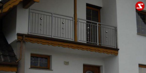 Modernes Balkongeländer mit senkrechten Sprossen kaufen. Günstiges Terrassengeländer. Balkongeländer mit senkrechten Stäben bestellen. Terrassengeländer mit senkrechten Stäben kaufen. Geländer mit vertikalen Sprossen günstig kaufen. Schlosserei. Schosser. Reling Geländer. Balkongeländer mit senkrechtem Draht aus Edelstahl. Geländer aus Stahl verzinkt kaufen. Geländer aus Aluminium online bestellen. Geländer höchste Qualität. Geländer kaufen. Geländer bestellen. Geländer faire Preise. Geländer günstige Preise. Balkongeländer einfache Abwicklung. Geländer für Balkone. Geländer für Terrassen. Geländer-Absturzsicherung mit senkrechten Sprossen. Balkongeländer Produktion nach Kundenwunsch und nach Maß. Geländer nah Maß. Schlosserei. Schlosser.Modernes Balkongeländer mit senkrechten Sprossen kaufen. Günstiges Terrassengeländer. Balkongeländer mit senkrechten Stäben. Terrassengeländer mit senkrechten Stäben. Geländer mit vertikale Sprossen günstig kaufen. Schlosserei. Schosser. Reling. Senkrechter Draht aus Edelstahl. Geländer aus Stahl verzinkt. Geländer aus Aluminium. Geländer höchste Qualität. Geländer kaufen. Geländer bestellen. Geländer-faire Preise. Geländer günstige Preise. Einfache Abwicklung. Geländer für Balkone. Geländer für Terrassen. Geländer-Absturzsicherung mit senkrechten Sprossen. Produktion nach Kundenwunsch und nach Maß. Geländer nah Maß.