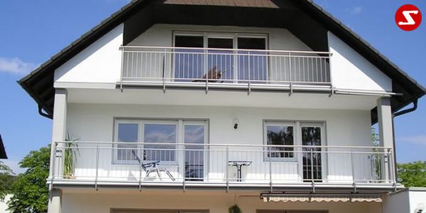 . Modernes Balkongeländer mit senkrechten Sprossen kaufen. Günstiges Terrassengeländer. Balkongeländer mit senkrechten Stäben bestellen. Terrassengeländer mit senkrechten Stäben kaufen. Geländer mit vertikalen Sprossen günstig kaufen. Schlosserei. Schosser. Reling Geländer. Balkongeländer mit senkrechtem Draht aus Edelstahl. Geländer aus Stahl verzinkt kaufen. Geländer aus Aluminium online bestellen. Geländer höchste Qualität. Geländer kaufen. Geländer bestellen. Geländer faire Preise. Geländer günstige Preise. Balkongeländer einfache Abwicklung. Geländer für Balkone. Geländer für Terrassen. Geländer-Absturzsicherung mit senkrechten Sprossen. Balkongeländer Produktion nach Kundenwunsch und nach Maß. Geländer nah Maß. Schlosserei. Schlosser.Modernes Balkongeländer mit senkrechten Sprossen kaufen. Günstiges Terrassengeländer. Balkongeländer mit senkrechten Stäben. Terrassengeländer mit senkrechten Stäben. Geländer mit vertikale Sprossen günstig kaufen. Schlosserei. Schosser. Reling. Senkrechter Draht aus Edelstahl. Geländer aus Stahl verzinkt. Geländer aus Aluminium. Geländer höchste Qualität. Geländer kaufen. Geländer bestellen. Geländer-faire Preise. Geländer günstige Preise. Einfache Abwicklung. Geländer für Balkone. Geländer für Terrassen. Geländer-Absturzsicherung mit senkrechten Sprossen. Produktion nach Kundenwunsch und nach Maß. Geländer nah Maß.