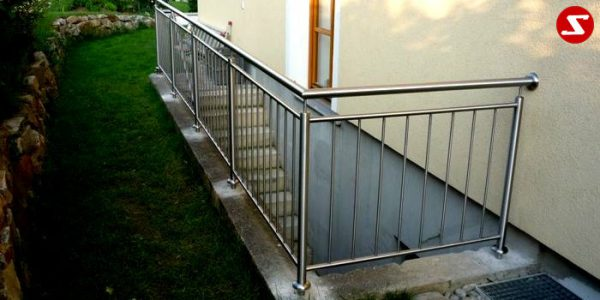 Balkongeländer, Terrassengeländer mit senkrechten, vertikalen Sprossen, Relling, Draht aus Edelstahl, Stahzl verzinkt oder Aluminium. Höchste Qualität. Faire, günstige Preise. Enfache Abwicklung. Geländer für Balkone, Terrassen mit senkrechten Sprossen. Produktion nasch Kundenwunsch und nach Maß. Balkon- & Terrassengeländer Nr. SS 7 # 3