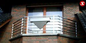 Hoch qualitatives Geländer bestellen. Balkongeländer und Terrassengeländer mit waagrechten Sprossen zum fairen Preis kaufen. Geländer mit queren Stäben bestellen. Geländer mit waagrechtem Reling bestellen. Geländer aus Materialien wie Edelstahl, Aluminium, Stahl kaufen. Geländer Produktion nach Kundenwunsch. Geländer nach Maß kaufen. Geländer faire Preise. Geländer einfach bestellen. Hoch qualitatives Balkongeländer und Terrassengeländer mit waagrechten Sprossen kaufen. Geländer mit horizontalen Stäben suchen. Geländer mit waagrechtem Reling schnell bestellen. Geländer Produktion nach Kundenwunsch. Balkongeländer aus Edelstahl nach Maß bestellen. Geländer faire Preise. Geländer aus Aluminium einfach bestellen. Gute Schlossere findeni. Guten Schlosser finden. Geländer mit coolem Design. Geländer für Balkone finden. Geländer für Terrassen kaufen. Geländer Produktion aus V2A, V4A . Geländer Niro geschliffen. Geländer Edelstahl gebürstet.