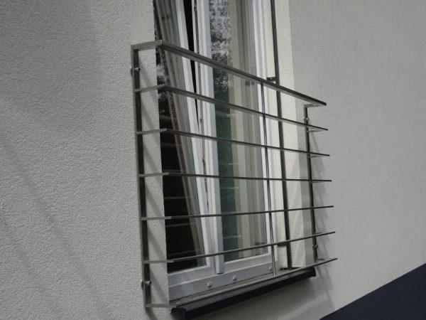 Französische Balkone sind eine Absturzsicherung. Unsere hoch qualitative französische Balkone kann man mit waagrechten Sprossen bestellen. Bestellen Sie günstig und unkompliziert ihren französischen Balkon. Unsere französische Balkone sind zeitlos und pflegeleicht. Einfache Bestellung, Günstige Preise. Einfache Montage des franz. Balkons. Wir bieten wunderschöne französische Balkone als Absturzsicherung. Bestellen Sie günstig ihren Balkon aus Aluminium, Edelstahl-Niro oder Stahl. Bestellen Sie unkompliziert einen Modernen und praktischen franz. Balkon. Sehr eleganter, moderner und hoch qualitativer französische Balkongeländer gibt Ihrem Haus ein wunderschönes Design. Höchste Qualität. Einfache Bestellung und schnelle Abwicklung. Faire Preise. Produktion nach Kundenwunsch und Maß. Französischer Balkon mit waagrechten, horizontalen Sprossen, Reling, Draht aus Edelstahl, Stahl verzinkt oder Aluminium. Höchste Qualität. Faire, günstige Preise. Einfache Abwicklung. Geländer für Balkone, Terrassen mit waagrechten Sprossen. Produktion nach Kundenwunsch und nach Maß. Französischer Balkon Nr. WS2