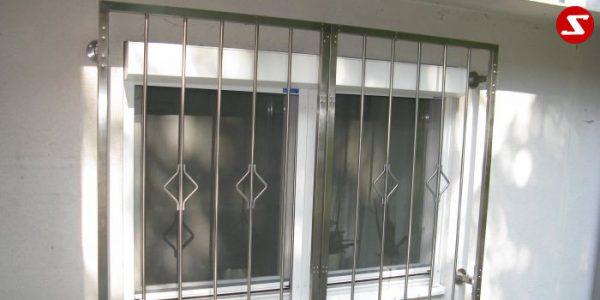 Fenstergitter sind eine gute Einbruchsicherheit. Fenstergitter als Einbruchschutz bestellen. Einbruchschutz mit senkrechten Sprossen kaufen. Einbruchschutz mit vertikalem Reling bestellen. Bestellen Sie günstig Fenstergitter. Unsere Fenstergitter sind zeitlos und pflegeleicht. Einfache Bestellung Fenstergitter. Günstige Fenstergitter. Fenstergitter einfache Montage. Wir bieten wunderschöne Fenstergitter als Einbruch Sicherheit. Bestellen Sie Fenstergitter aus Aluminium. Bestellen Sie Fenstergitter aus Edelstahl. Bestellen Sie günstig Fenstergitter. Bestellen Sie Fenstergitter aus Edelstahl. Bestellen Sie günstig ihre Fenstergitter aus Niro. Bestellen Sie günstig ihr Fenstergitter aus Stahl. Bestellen Sie unkompliziert ihr Fenstergitter aus Stahl. Praktische Fenstergitter mit senkrechten. Fenstergitter mit vertikalen Stäben kaufen. Elegante Fenstergitter kaufen. Moderne Fenstergitter bestellen. Qualitative Fenstergitter mit senkrechten Sprossen. Wunderschönes Design für Fenstergitter mit senkrechten Sprossen. Höchste Qualität der Fenstergitter mit senkrechten Sprossen. Einfache Bestellung Fenstergitter mit senkrechten Sprossen. Fenstergitter mit senkrechten Sprossen schnelle Abwicklung. Einbruchschutz mit vertikalem Reling faire Preise. Einbruchschutz mit vertikalem Reling Produktion nach Kundenwunsch. Einbruchschutz mit vertikalem Reling und Maß. Einbruchschutz mit vertikalem Reling. Fenstergitter gegen Einbruch mit senkrechten Sprossen. Fenstergitter mit vertikalem Reling kaufen. Fenstergitter mit Draht aus Edelstahl. Fenstergitter aus Stahl verzinkt. Fenstergitter aus Aluminium. Fenstergitter Höchste Qualität. Fenstergitter faire Preise. Fenstergitter günstige Preise. Fenstergitter Einfache Abwicklung. Schlosser für Fenstergitter. Schlosserei für Fenstergitter. Fenstergitter Hersteller.Fenstergitter-Nr.-SS 1 Drehbar