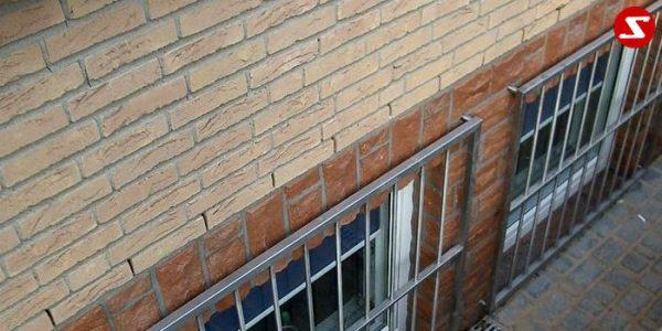 Fenstergitter sind eine gute Einbruchsicherheit. Fenstergitter als Einbruchschutz bestellen. Einbruchschutz mit senkrechten Sprossen kaufen. Einbruchschutz mit vertikalem Reling bestellen. Bestellen Sie günstig Fenstergitter. Unsere Fenstergitter sind zeitlos und pflegeleicht. Einfache Bestellung Fenstergitter. Günstige Fenstergitter. Fenstergitter einfache Montage. Wir bieten wunderschöne Fenstergitter als Einbruch Sicherheit. Bestellen Sie Fenstergitter aus Aluminium. Bestellen Sie Fenstergitter aus Edelstahl. Bestellen Sie günstig Fenstergitter. Bestellen Sie Fenstergitter aus Edelstahl. Bestellen Sie günstig ihre Fenstergitter aus Niro. Bestellen Sie günstig ihr Fenstergitter aus Stahl. Bestellen Sie unkompliziert ihr Fenstergitter aus Stahl. Praktische Fenstergitter mit senkrechten. Fenstergitter mit vertikalen Stäben kaufen. Elegante Fenstergitter kaufen. Moderne Fenstergitter bestellen. Qualitative Fenstergitter mit senkrechten Sprossen. Wunderschönes Design für Fenstergitter mit senkrechten Sprossen. Höchste Qualität der Fenstergitter mit senkrechten Sprossen. Einfache Bestellung Fenstergitter mit senkrechten Sprossen. Fenstergitter mit senkrechten Sprossen schnelle Abwicklung. Einbruchschutz mit vertikalem Reling faire Preise. Einbruchschutz mit vertikalem Reling Produktion nach Kundenwunsch. Einbruchschutz mit vertikalem Reling und Maß. Einbruchschutz mit vertikalem Reling. Fenstergitter gegen Einbruch mit senkrechten Sprossen. Fenstergitter mit vertikalem Reling kaufen. Fenstergitter mit Draht aus Edelstahl. Fenstergitter aus Stahl verzinkt. Fenstergitter aus Aluminium. Fenstergitter Höchste Qualität. Fenstergitter faire Preise. Fenstergitter günstige Preise. Fenstergitter Einfache Abwicklung. Schlosser für Fenstergitter. Schlosserei für Fenstergitter. Fenstergitter Hersteller.Fenstergitter-Nr.-SS 2