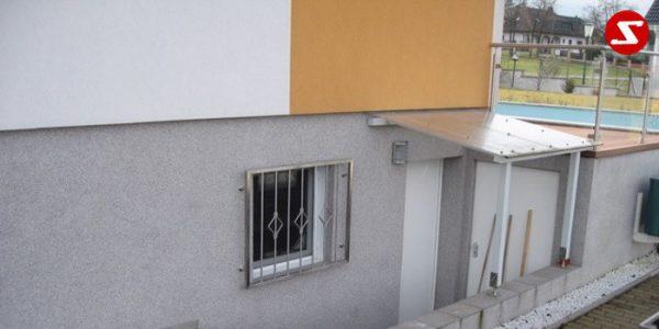 Fenstergitter sind eine gute Einbruchsicherheit. Fenstergitter als Einbruchschutz bestellen. Einbruchschutz mit senkrechten Sprossen kaufen. Einbruchschutz mit vertikalem Reling bestellen. Bestellen Sie günstig Fenstergitter. Unsere Fenstergitter sind zeitlos und pflegeleicht. Einfache Bestellung Fenstergitter. Günstige Fenstergitter. Fenstergitter einfache Montage. Wir bieten wunderschöne Fenstergitter als Einbruch Sicherheit. Bestellen Sie Fenstergitter aus Aluminium. Bestellen Sie Fenstergitter aus Edelstahl. Bestellen Sie günstig Fenstergitter. Bestellen Sie Fenstergitter aus Edelstahl. Bestellen Sie günstig ihre Fenstergitter aus Niro. Bestellen Sie günstig ihr Fenstergitter aus Stahl. Bestellen Sie unkompliziert ihr Fenstergitter aus Stahl. Praktische Fenstergitter mit senkrechten. Fenstergitter mit vertikalen Stäben kaufen. Elegante Fenstergitter kaufen. Moderne Fenstergitter bestellen. Qualitative Fenstergitter mit senkrechten Sprossen. Wunderschönes Design für Fenstergitter mit senkrechten Sprossen. Höchste Qualität der Fenstergitter mit senkrechten Sprossen. Einfache Bestellung Fenstergitter mit senkrechten Sprossen. Fenstergitter mit senkrechten Sprossen schnelle Abwicklung. Einbruchschutz mit vertikalem Reling faire Preise. Einbruchschutz mit vertikalem Reling Produktion nach Kundenwunsch. Einbruchschutz mit vertikalem Reling und Maß. Einbruchschutz mit vertikalem Reling. Fenstergitter gegen Einbruch mit senkrechten Sprossen. Fenstergitter mit vertikalem Reling kaufen. Fenstergitter mit Draht aus Edelstahl. Fenstergitter aus Stahl verzinkt. Fenstergitter aus Aluminium. Fenstergitter Höchste Qualität. Fenstergitter faire Preise. Fenstergitter günstige Preise. Fenstergitter Einfache Abwicklung. Schlosser für Fenstergitter. Schlosserei für Fenstergitter. Fenstergitter Hersteller.Fenstergitter-Nr.-SS1