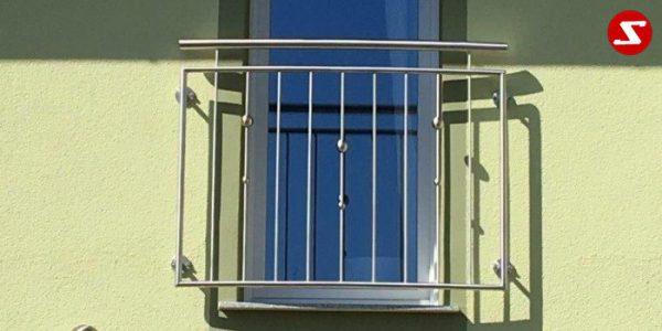 Französische Balkone sind eine Absturzsicherung. Unsere hoch qualitative französische Balkone kann man mit senkrechten Sprossen, vertikalen Reling bestellen. Bestellen Sie günstig und unkompliziert ihren französischen Balkon. Unsere französische Balkone sind zeitlos und pflegeleicht. Einfache Bestellung, Günstige Preise. Einfache Montage des franz. Balkons. Wir bieten wunderschöne französische Balkone als Absturzsicherung. Bestellen Sie günstig ihren Balkon aus Aluminium, Edelstahl-Niro oder Stahl. Bestellen Sie unkompliziert einen Modernen und praktischen franz. Balkon mit senkrechten, vertikalen Sprossen. Sehr eleganter, moderner und hoch qualitativer französische Balkongeländer gibt Ihrem Haus ein wunderschönes Design. Höchste Qualität. Einfache Bestellung und schnelle Abwicklung. Faire Preise. Produktion nach Kundenwunsch und Maß. Französischer Balkon mit senkrechten, Sprossen, vertikalem Reling, Draht aus Edelstahl, Stahl verzinkt oder Aluminium. Höchste Qualität. Faire, günstige Preise. Einfache Abwicklung. Geländer für Balkone, Terrassen mit waagrechten Sprossen. Produktion nach Kundenwunsch und nach Maß. französischer-balkon-ss1