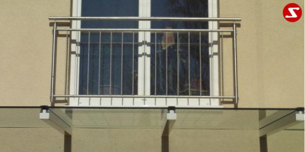 Französischer Balkon Nr. SS10#2. Französische Balkone sind eine Absturzsicherung. Unsere hoch qualitative französische Balkone kann man mit senkrechten Sprossen, vertikalen Reling bestellen. Bestellen Sie günstig und unkompliziert ihren französischen Balkon. Unsere französische Balkone sind zeitlos und pflegeleicht. Einfache Bestellung, Günstige Preise. Einfache Montage des franz. Balkons. Wir bieten wunderschöne französische Balkone als Absturzsicherung. Bestellen Sie günstig ihren Balkon aus Aluminium, Edelstahl-Niro oder Stahl. Bestellen Sie unkompliziert einen Modernen und praktischen franz. Balkon mit senkrechten, vertikalen Sprossen. Sehr eleganter, moderner und hoch qualitativer französische Balkongeländer gibt Ihrem Haus ein wunderschönes Design. Höchste Qualität. Einfache Bestellung und schnelle Abwicklung. Faire Preise. Produktion nach Kundenwunsch und Maß. Französischer Balkon mit senkrechten, Sprossen, vertikalem Reling, Draht aus Edelstahl, Stahl verzinkt oder Aluminium. Höchste Qualität. Faire, günstige Preise. Einfache Abwicklung. Geländer für Balkone, Terrassen mit waagrechten Sprossen. Produktion nach Kundenwunsch und nach Maß.