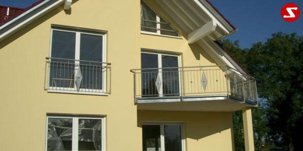 Französische Balkone sind eine Absturzsicherung. Unsere hoch qualitative französische Balkone kann man mit senkrechten Sprossen, vertikalen Reling bestellen. Bestellen Sie günstig und unkompliziert ihren französischen Balkon. Unsere französische Balkone sind zeitlos und pflegeleicht. Einfache Bestellung, Günstige Preise. Einfache Montage des franz. Balkons. Wir bieten wunderschöne französische Balkone als Absturzsicherung. Bestellen Sie günstig ihren Balkon aus Aluminium, Edelstahl-Niro oder Stahl. Bestellen Sie unkompliziert einen Modernen und praktischen franz. Balkon mit senkrechten, vertikalen Sprossen. Sehr eleganter, moderner und hoch qualitativer französische Balkongeländer gibt Ihrem Haus ein wunderschönes Design. Höchste Qualität. Einfache Bestellung und schnelle Abwicklung. Faire Preise. Produktion nach Kundenwunsch und Maß. Französischer Balkon mit senkrechten, Sprossen, vertikalem Reling, Draht aus Edelstahl, Stahl verzinkt oder Aluminium. Höchste Qualität. Faire, günstige Preise. Einfache Abwicklung. Geländer für Balkone, Terrassen mit waagrechten Sprossen. Produktion nach Kundenwunsch und nach Maß. Französischer Balkon Nr. SS8. Französische Balkone sind eine Absturzsicherung. Unsere hoch qualitative französische Balkone kann man mit senkrechten Sprossen, vertikalen Reling bestellen. Bestellen Sie günstig und unkompliziert ihren französischen Balkon. Unsere französische Balkone sind zeitlos und pflegeleicht. Einfache Bestellung, Günstige Preise. Einfache Montage des franz. Balkons. Wir bieten wunderschöne französische Balkone als Absturzsicherung. Bestellen Sie günstig ihren Balkon aus Aluminium, Edelstahl-Niro oder Stahl. Bestellen Sie unkompliziert einen Modernen und praktischen franz. Balkon mit senkrechten, vertikalen Sprossen. Sehr eleganter, moderner und hoch qualitativer französische Balkongeländer gibt Ihrem Haus ein wunderschönes Design. Höchste Qualität. Einfache Bestellung und schnelle Abwicklung. Faire Preise. Produktion nach Kundenwunsch un