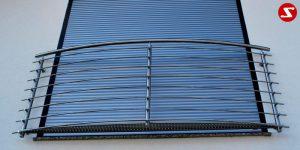 Französische Balkone sind eine Absturzsicherung für Bodentiefen Fenster und Türen. Unsere hoch qualitative französische Balkone kann man mit waagrechten Sprossen, quer Stangen bestellen. Bestellen Sie günstig und unkompliziert ihren französischen Balkon. Unsere französische Balkone sind zeitlos und pflegeleicht. Einfache Bestellung und Abwicklung. Günstige Preise. Einfache Montage des französischen Balkons. Bestellen Sie günstig ihren Balkon aus Aluminium, Edelstahl-Niro oder Stahl. Französischer Balkon ist modernen und praktisch. Sehr eleganter, moderner und hoch qualitativer französischer Balkon gibt Ihrem Haus ein wunderschönes Design. Höchste Qualität. Einfache Bestellung und schnelle Abwicklung. Faire Preise. Produktion nach Kundenwunsch und Maß. Französischer Balkon mit waagrechten sprossen-horizontalen Sprossen, -quer Reling-Draht aus Edelstahl, Stahl verzinkt oder Aluminium.