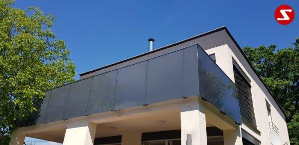 Balkongeländer mit Glas. Terrassen-Geländer mit Sicherheitsglas. Treppen-Geländer mit Sicherheitsglas. Absturzsicherung mit Glasplatten. Balkongeländer mit Glas und Aluminium. Terrassen-Geländer aus Stahl verzinkt. Geländer günstig kaufen. Geländer-Design mit Glas. Günstiges Geländer mit Sicherheitsglas VSG, ESG, ESG/VSG. Edelstahl Sicherheitsgeländer für Balkone und Terrassen. Geländer einfach Bestellen. Geländer günstige Preise. Einfache Geländer Montage. Absturzsicherung mit Sicherheitsglas. Geländer- Design. Geländer als Windschutz und Sichtschutz. Edelstahl Geländer für Balkone. Geländer pflegeleicht. Balkongeländer. Terrassen-Geländer mit Sicherheitsglas. Geländer hohe Qualität. Einfache Geländer Bestellung. Geländer gute Preise. Geländer Produktion nach Kundenwunsch und Maß. Geländer mit Glas. Geländer mit Klemm-Glas-Halter. Geländer mimt Sicherheitsglas mit Punkthalter. Geländer Löchern im Sicherheitsglas..Balkongeländer mit Glas. Terrassen-Geländer mit Sicherheitsglas. Treppen-Geländer mit Sicherheitsglas. Absturzsicherung mit Glasplatten. Balkongeländer mit Glas und Aluminium. Terrassen-Geländer aus Stahl verzinkt. Geländer günstig kaufen. Geländer-Design mit Glas. Günstiges Geländer mit Sicherheitsglas VSG, ESG, ESG/VSG. Edelstahl Sicherheitsgeländer für Balkone und Terrassen. Geländer einfach Bestellen. Geländer günstige Preise. Einfache Geländer Montage. Absturzsicherung mit Sicherheitsglas. Geländer- Design. Geländer als Windschutz und Sichtschutz. Edelstahl Geländer für Balkone. Geländer pflegeleicht. Balkongeländer. Terrassen-Geländer mit Sicherheitsglas. Geländer hohe Qualität. Einfache Geländer Bestellung. Geländer gute Preise. Geländer Produktion nach Kundenwunsch und Maß. Geländer mit Glas. Geländer mit Klemm-Glas-Halter. Geländer mimt Sicherheitsglas mit Punkthalter. Geländer Löchern im Sicherheitsglas..Balkongeländer mit Glas. Terrassen-Geländer mit Sicherheitsglas. Treppen-Geländer mit Sicherheitsglas. Absturzsicherung mit Glasplatten. Alumini