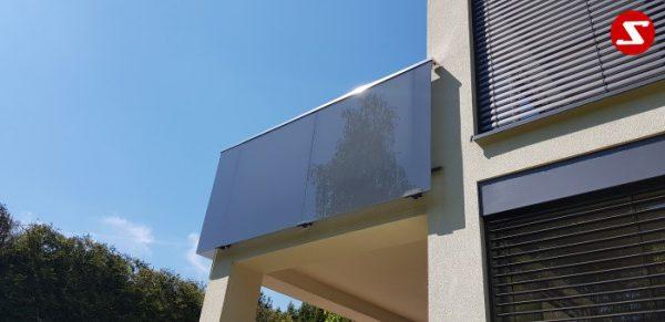 Balkongeländer mit Glas. Terrassen-Geländer mit Sicherheitsglas. Treppen-Geländer mit Sicherheitsglas. Absturzsicherung mit Glasplatten. Balkongeländer mit Glas und Aluminium. Terrassen-Geländer aus Stahl verzinkt. Geländer günstig kaufen. Geländer-Design mit Glas. Günstiges Geländer mit Sicherheitsglas VSG, ESG, ESG/VSG. Edelstahl Sicherheitsgeländer für Balkone und Terrassen. Geländer einfach Bestellen. Geländer günstige Preise. Einfache Geländer Montage. Absturzsicherung mit Sicherheitsglas. Geländer- Design. Geländer als Windschutz und Sichtschutz. Edelstahl Geländer für Balkone. Geländer pflegeleicht. Balkongeländer. Terrassen-Geländer mit Sicherheitsglas. Geländer hohe Qualität. Einfache Geländer Bestellung. Geländer gute Preise. Geländer Produktion nach Kundenwunsch und Maß. Geländer mit Glas. Geländer mit Klemm-Glas-Halter. Geländer mimt Sicherheitsglas mit Punkthalter. Geländer Löchern im Sicherheitsglas..Balkongeländer mit Glas. Terrassen-Geländer mit Sicherheitsglas. Treppen-Geländer mit Sicherheitsglas. Absturzsicherung mit Glasplatten. Aluminium. Stahl verzinkt. Geländer günstig. Geländer-Design mit Glas. Sicherheitsglas VSG, ESG, ESG/VSG kombiniert. Edelstahl Sicherheitsgeländer für Balkone und Terrassen. Einfache Bestellung. Günstige Preise. Einfache Geländer Montage. Absturzsicherung mit Sicherheitsglas. Geländer- Design (Wind-und Sichtschutz). Edelstahl Geländer für Balkone. Geländer pflegeleicht. Balkongeländer. Terrassen-Geländer mit Sicherheitsglas. Höchste Qualität. Einfache Bestellung. Faire Preise. Produktion nach Kundenwunsch und Maß. Glas mit Klemm-Glas-Halter. Sicherheitsglas mit Punkthalter. Löchern im Sicherheitsglas.Balkongeländer-nr.GP 11. Stalmach Group Balkongeländer, Terrassen-Geländer, Treppen-Geländer mit Sicherheitsglas als Absturzsicherung mit Edelstahl, Aluminium oder Stahl kombinierbar. Bestellen Sie günstig und unkompliziert das Geländer-Design mit Glas. Sicherheitsglas VSG, ESG, ESG/VSG kombiniert. Edelstahl Sicherheitsgeländ